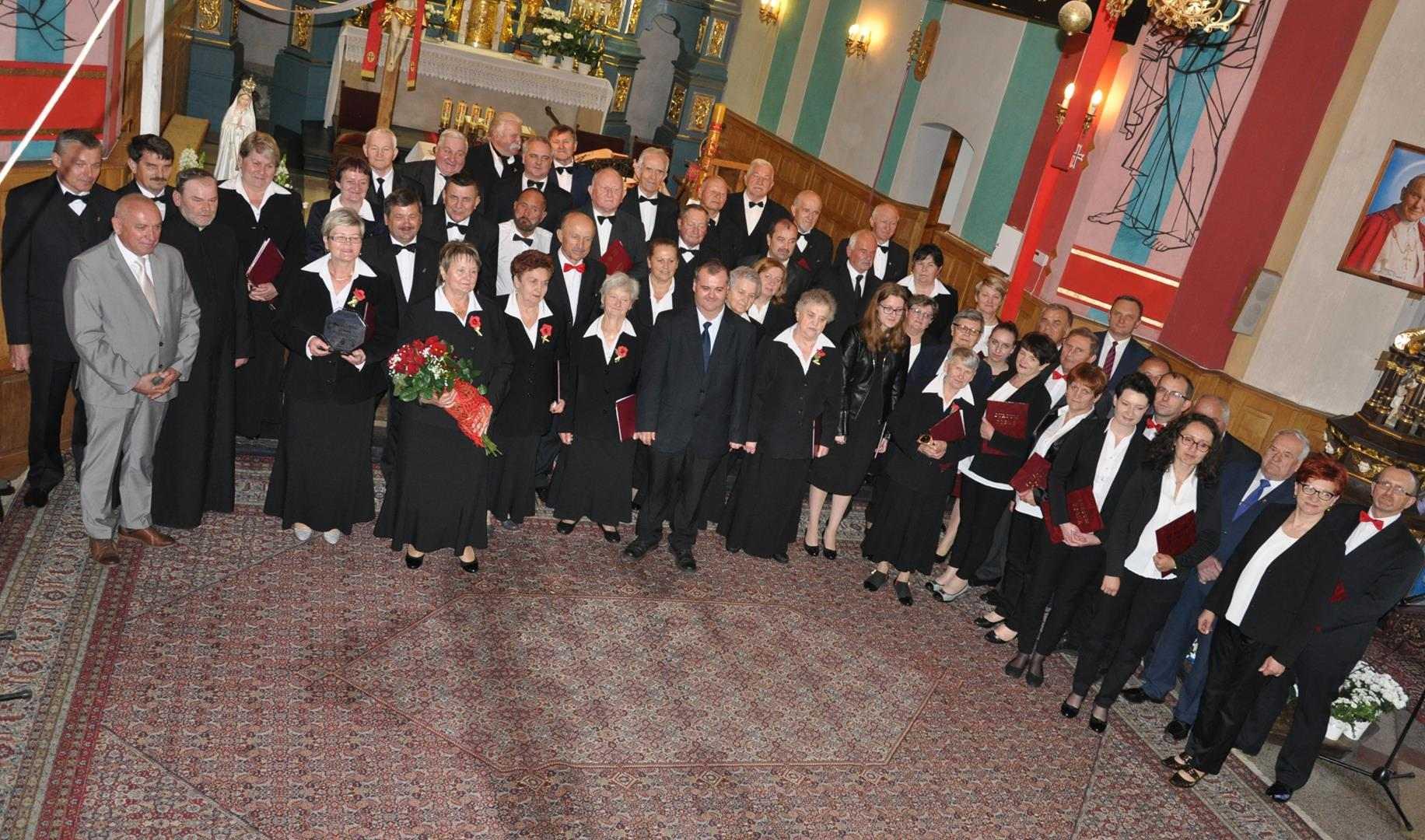 """15 lat Chóru Parafialnego """"Harfa"""" w Niewodnej"""