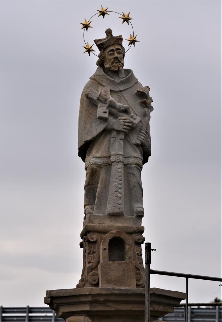 Odnowiona figura św. Jana Nepomucena w Czudcu